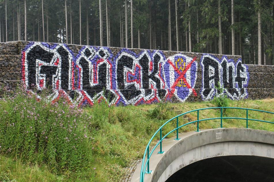 Glück auf! Graffiti-Krieg an der Schneeberger Brücke