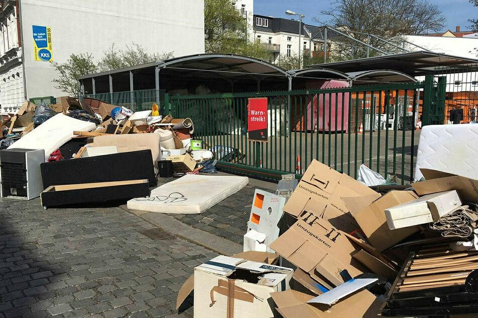 Es bleibt zu hoffen, dass die Straßen vor den Wertstöffen nicht derart zugemüllt werden, wie hier während eines Warnstreiks.