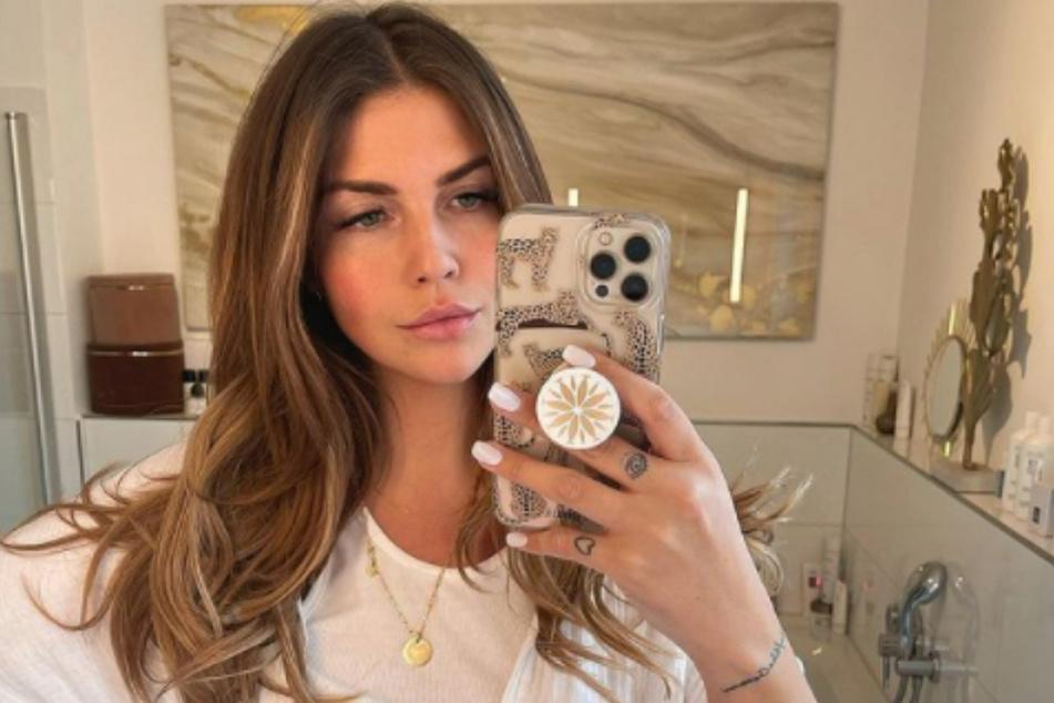 """Influencerin Farina Yari (29) alias Novalanalove verriet ihren Fans kürzlich, dass sie für die RTL-Show """"Let's Dance"""" angefragt wurde. Doch die Teilnahme platzte."""