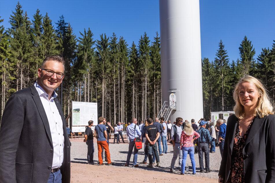 Andreas Schwarz (42), Fraktionsvorsitzender der Grünen im Landtag von Baden-Württemberg, und Umweltministerin Thekla Walker (52) eröffnen den Windpark Falkenhöhe nahe Schramberg.
