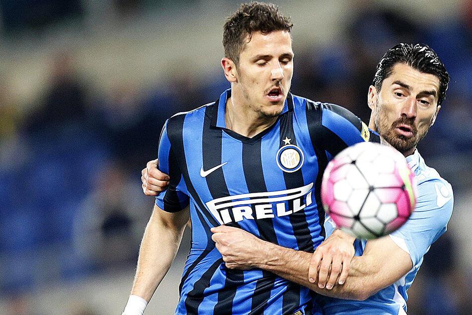 Stevan Jovetic (l./31) wechselt zu Hertha BSC. Der 31-Jährige stürmte unter anderem bereits für Manchester City und Inter Mailand.