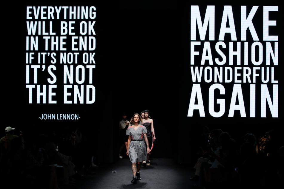 Models tragen Kreationen der Kollektion für Frühling/Sommer 2021 von Vien während der Fashion Week in Mailand.
