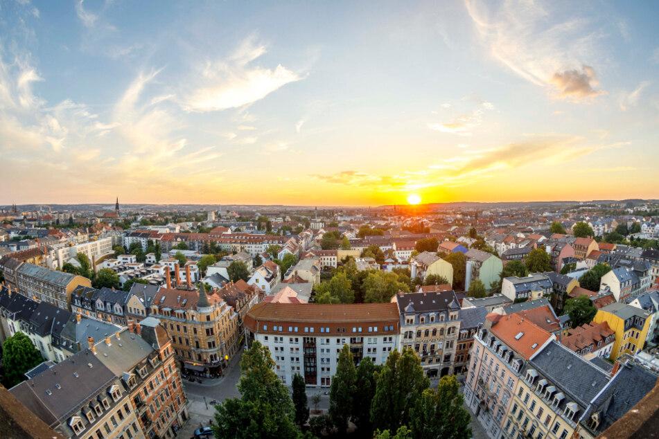 Blick von der Martin-Luther-Kirche auf die Dresdner Neustadt. Im Bundesvergleich der Großstädte rangiert Dresden im Mittelfeld. In München (11,69 Euro/qm), Hamburg (8,66 Euro/qm) oder Freiburg (8,56 Euro/qm) werden im Durchschnitt enorm höhere Mieten verlangt.