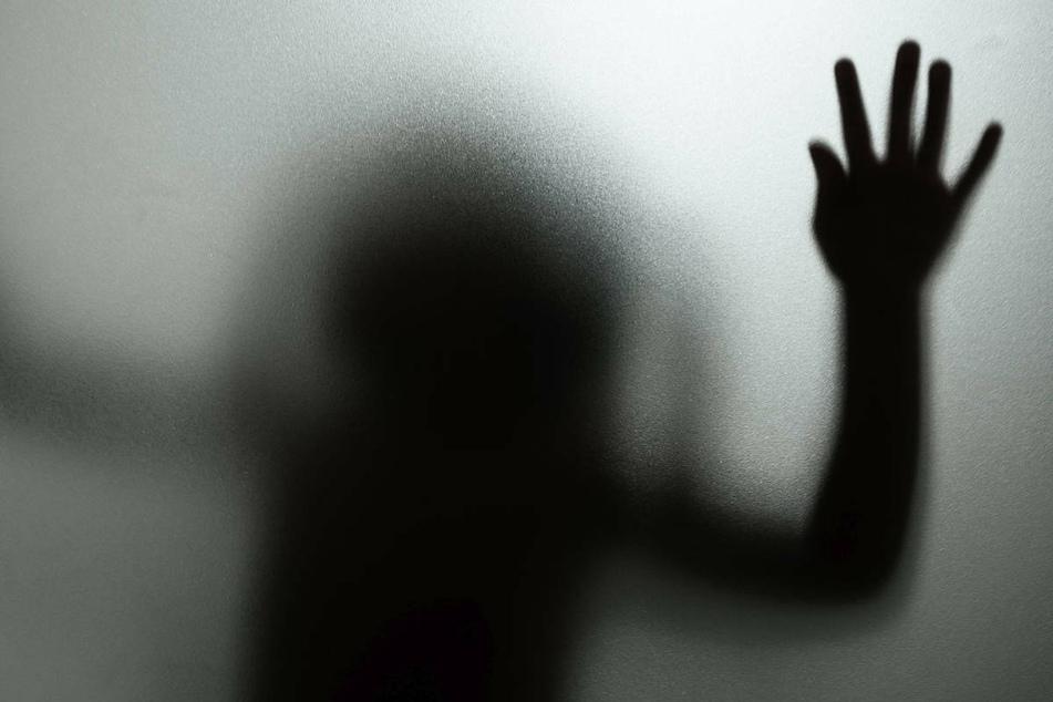 Kindesmissbrauch findet häufig innerhalb der Familie statt. Am Dienstag stellt die Unabhängige Kommission zur Aufarbeitung sexuellen Kindesmissbrauchs ihre Studie vor. (Symbolfoto)