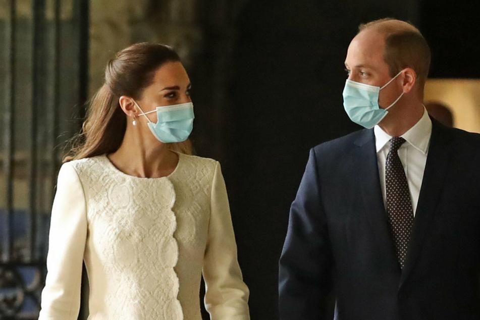 Der künftige König William (38) und seine Frau, Herzogin Kate (39) werden auf Schritt und Tritt von Kameras begleitet. Ein YouTube-Kanal soll nun mehr private Einblicke liefern.