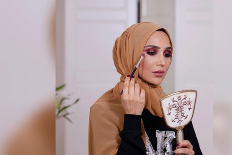 Alleine auf Instagram folgen 579.000 Menschen der Beauty-Bloggerin Amena Khan.