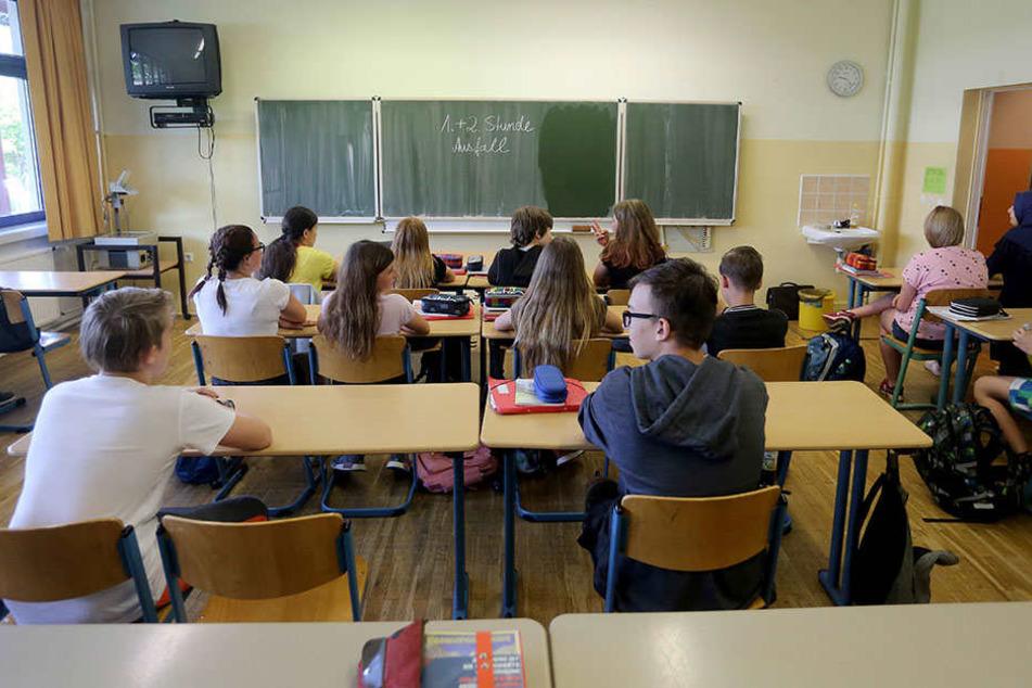 Weil Personal fehlt, sitzen Chemnitzer Schüler nach Meinung ihrer Eltern viel zu häufig ohne Lehrer in der Klasse.