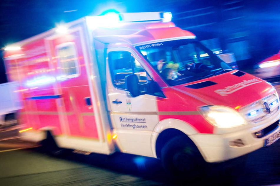 Der 29-jährige Sanitäter wurde von dem Autofahrer unvermittelt angegriffen. (Symbolbild)