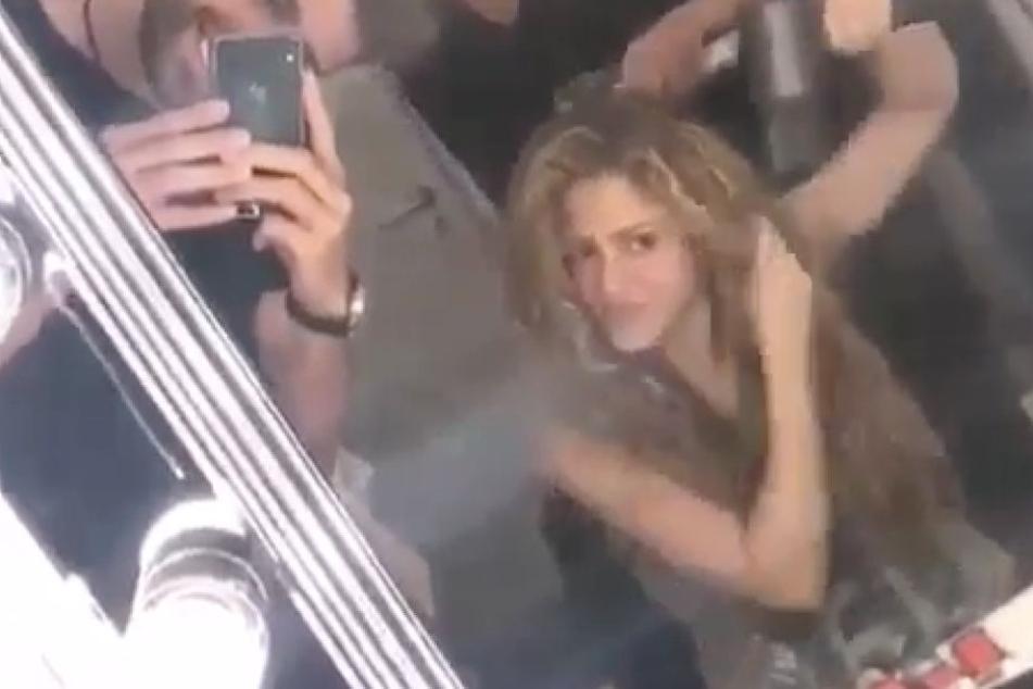 Gerard Piqué und Shakira hinter Bühne in Köln.