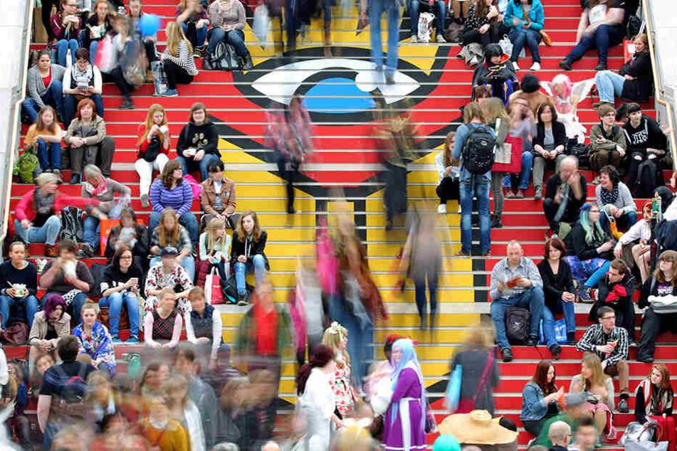Tausende Literatur-Fans strömen jedes Jahr auf das Leipziger Messegelände zur Buchmesse.