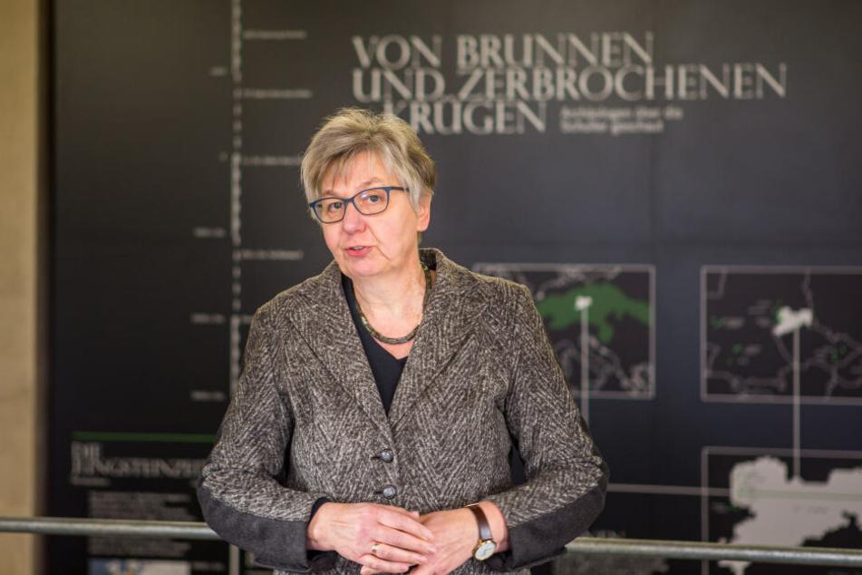 """Sachsens Landesarchäologin Regina Smolnik spricht von """"sensationellen Funden""""."""