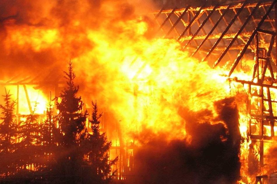Neben Knochenresten soll Rebecca R. (39) weitere Beweise in der Scheune verbrannt haben (Symbolbild).