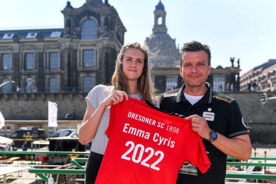 Emma Cyris mit ihrem neuen Trainer Alexander Waibl bei ihrer Vorstellung am Mittwoch.