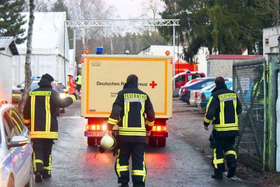 40 Flüchtlinge werden wegen dem Verdacht auf Rauchgasvergiftung behandelt.