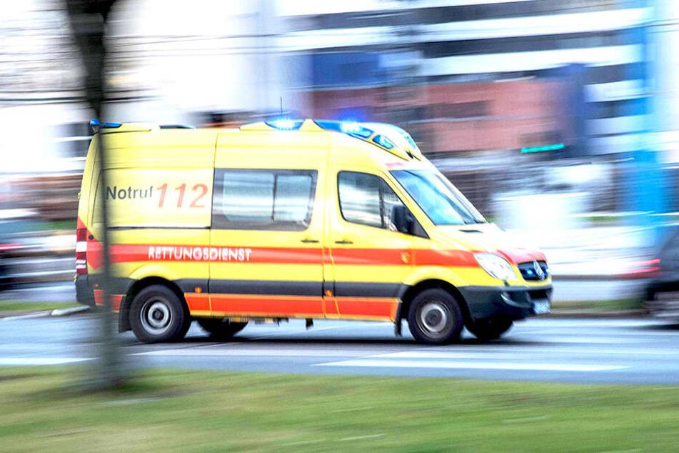 Der 21-Jährige erlag an der Unfallstelle seinen Verletzungen (Symbolbild).