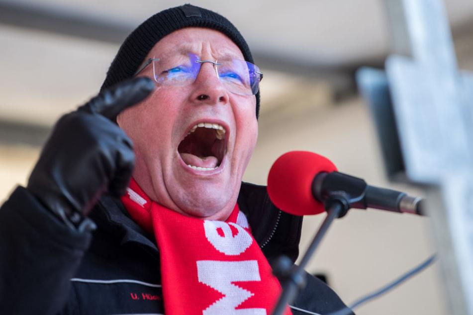 Porsche-Betriebsrats-Chef Uwe Hück beim Warnstreik der Porschemitarbeiter am 15. Januar in Stuttgart.