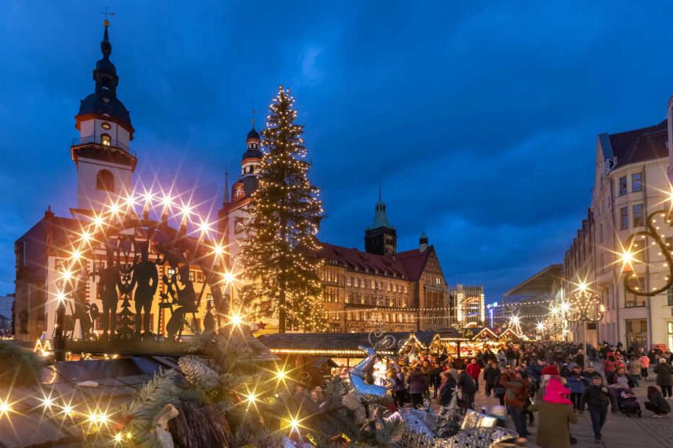 Noch bis zum 23.12. können Besucher über den Chemnitzer Weihnachtsmarkt schlendern.
