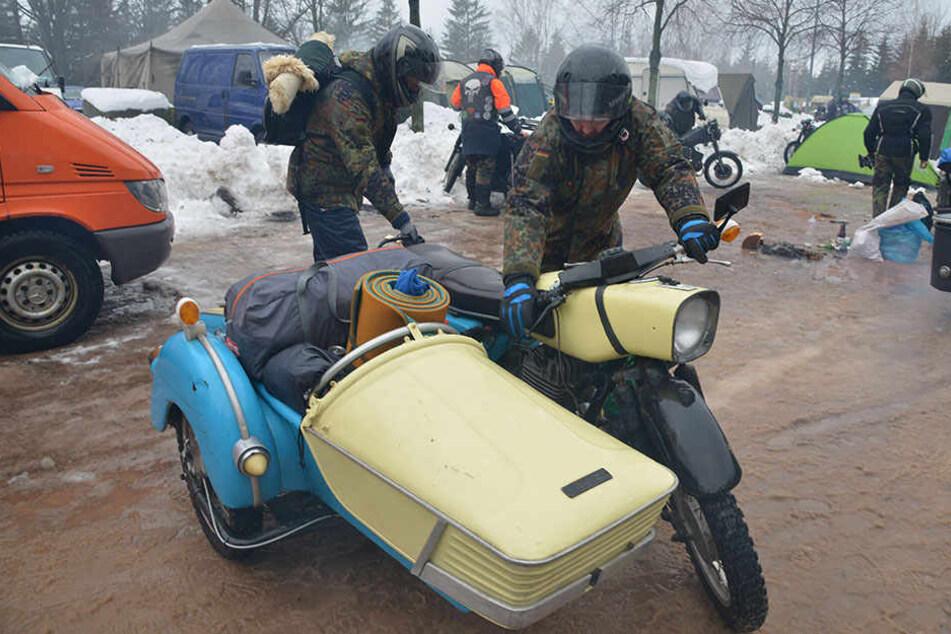 Tolle Maschninen, harte Kerle: Biker bei der Abreise vom Campingplatz, viele kamen schon am Donnerstag.