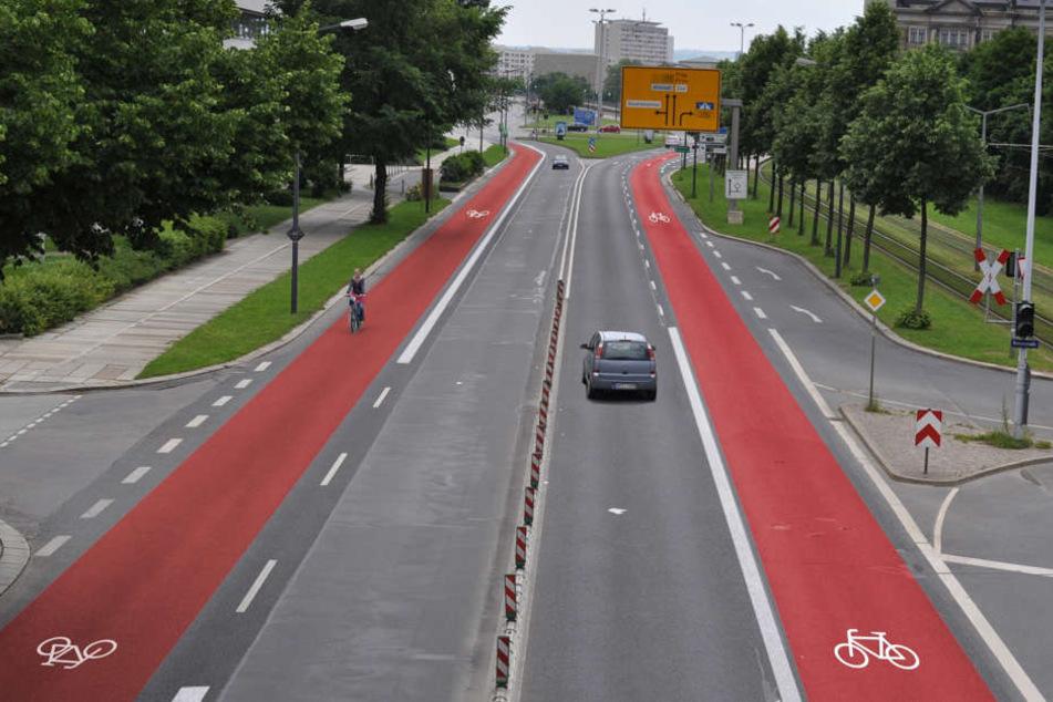 Die Stadt will auf beiden Seiten der Albertstraße einen Radweg bauen.
