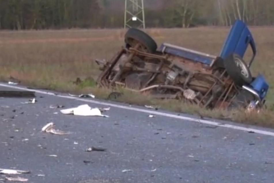 Tödlicher Glatteis-Crash: SUV-Fahrer knallt gegen Lkw und stirbt