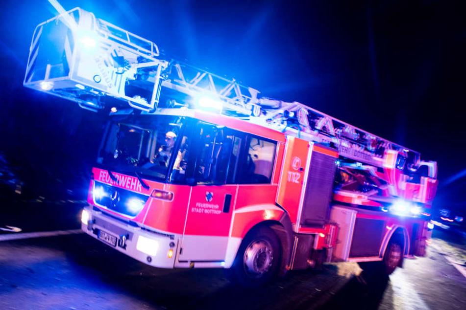 Die Feuerwehrleute fanden einen Toten beim Einsatz in Altona vor (Symbolbild).