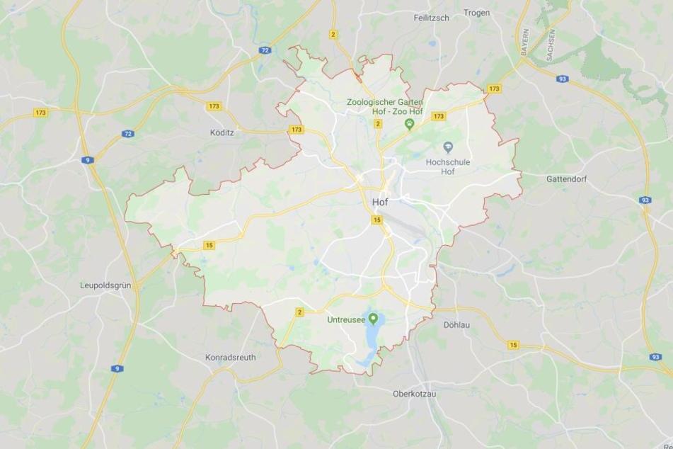 Ein junger Mann hat einer Frau in Hof in Bayern wohl das Leben gerettet.