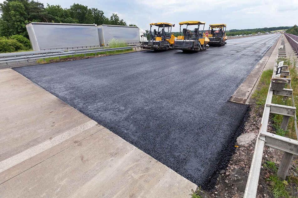 In Sachsen soll auf den Autobahnen an mehreren Stellen die Fahrbahn erneuert werden.