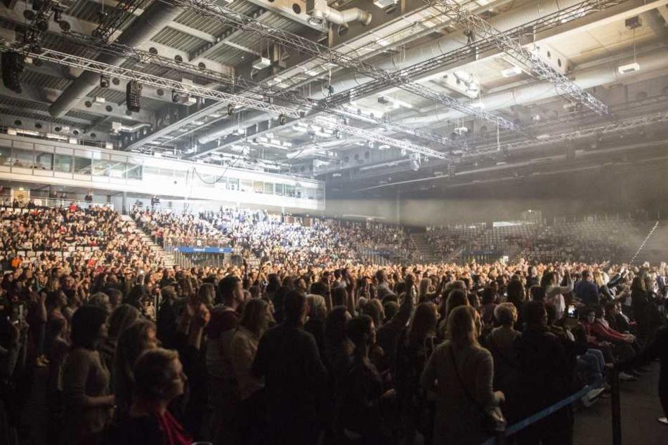 Bis auf den letzten Platz gefüllt war die Messehalle beim Konzert des Schauspielers.