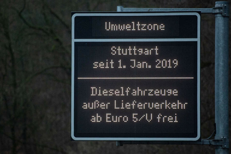 Seit Jahresbeginn heißt es für ältere Diesel in Stuttgart: Draußen bleiben. Seit April dürfen auch die in der Stadt wohnenden Besitzer ihren Selbstzünder nicht mehr fahren.