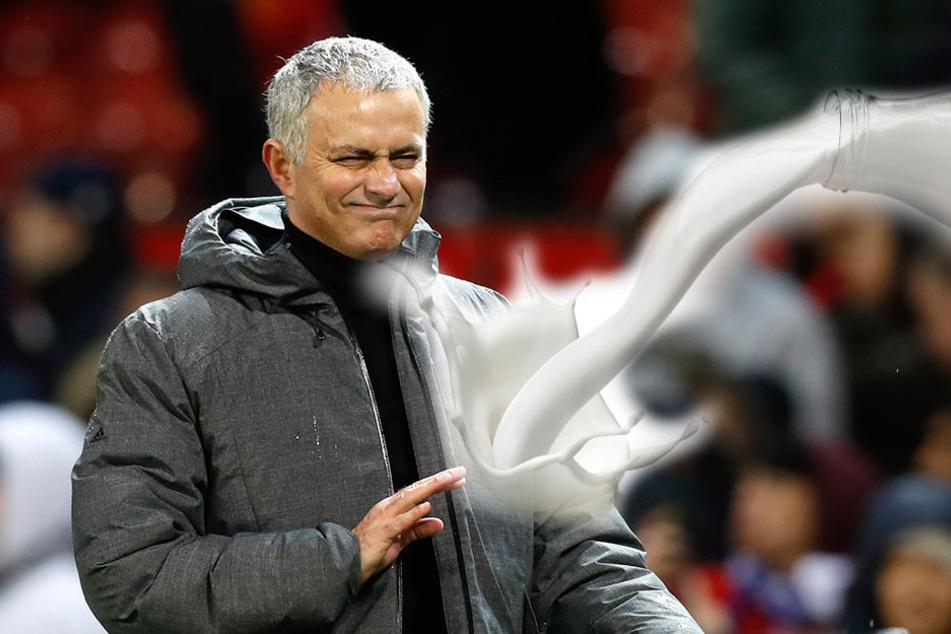 United-Trainer José Mourinho wurden von den Gegner-Spielern mit Milch beworfen.