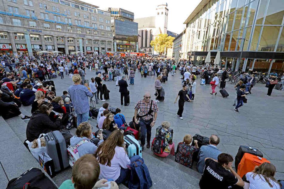 Der Kölner Hauptbahnhof wurde komplett evakuiert.