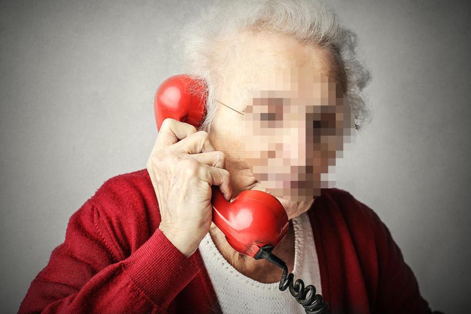 Eine angebliche Enkelin rief die Rentnerin an und bat sie um Geld. (Symbolbild)