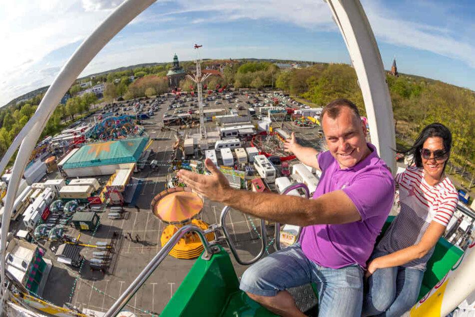 Das ist unser Zwickauer Frühlings-Volksfest: Marco (39) und Silke Walz (49) auf dem Riesenrad.