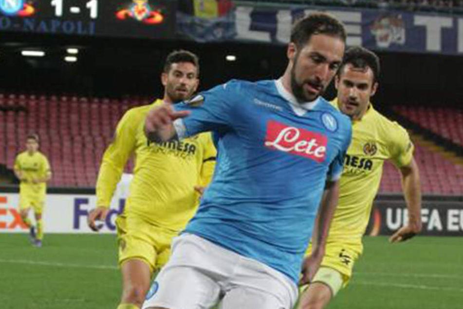 Juventus-Kicker Gonzalo Higuain (29) wollte nackte Tatsachen zu sehen.
