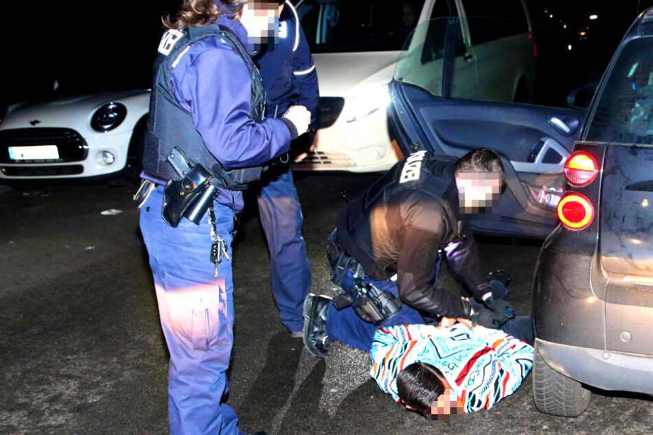 Ein 16-Jähriger soll sich am Donnerstagabend eine Verfolgungsjagd mit der Polizei geliefert haben.