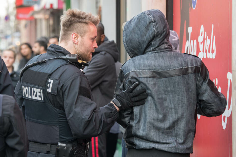 Ein Kilogramm Kokain, 45.000 Euro und ein Mittelsmann der Polizei: Vier Jahre Knast für Frankfurter Drogendealer.  (Symbolbild)