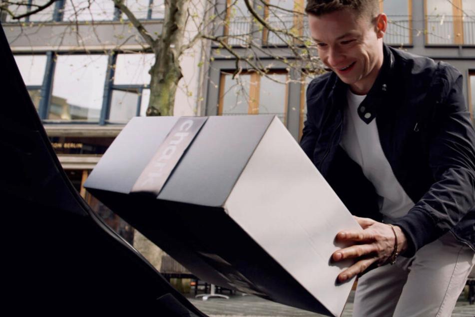 Pakete und frische Wäsche in den Kofferraum? Daimler testet Service für parkende Autos