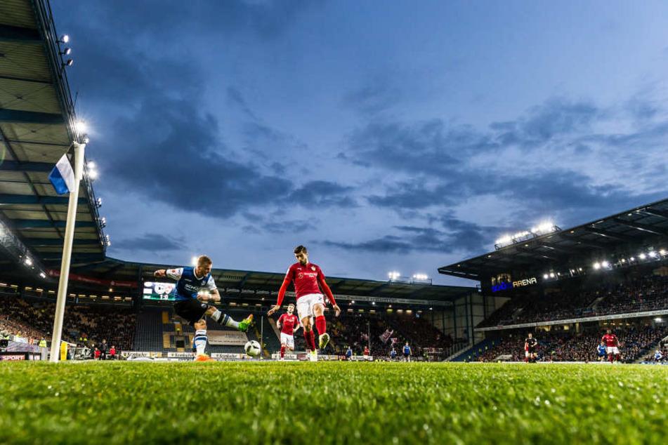 Die rund 22.000 Zuschauer sahen am Montagabend ein Flutlicht-Spiel, das der DSC am Ende verlor.