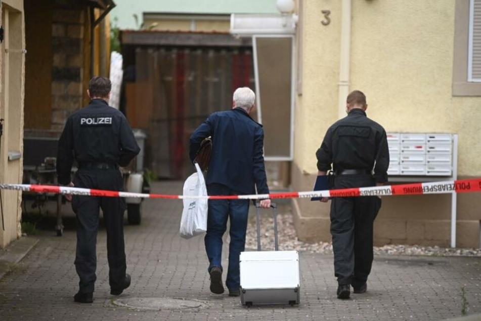 Ermittler der Mordkommission treffen Freitagmorgen am Tatort ein.