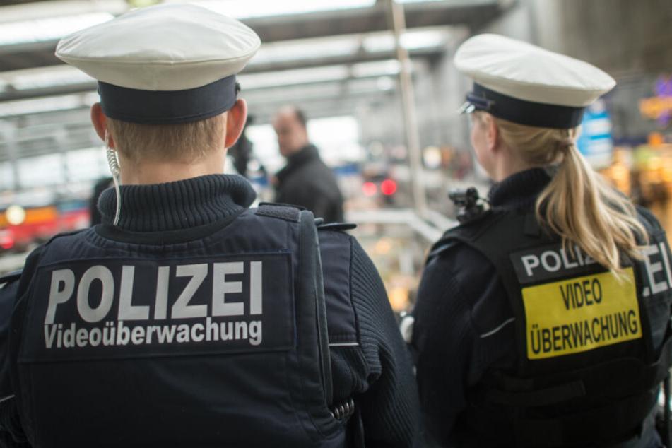 Die Bundespolizei ist im Rahmen von Fußballspielen verstärkt im Einsatz. (Symbolbild)