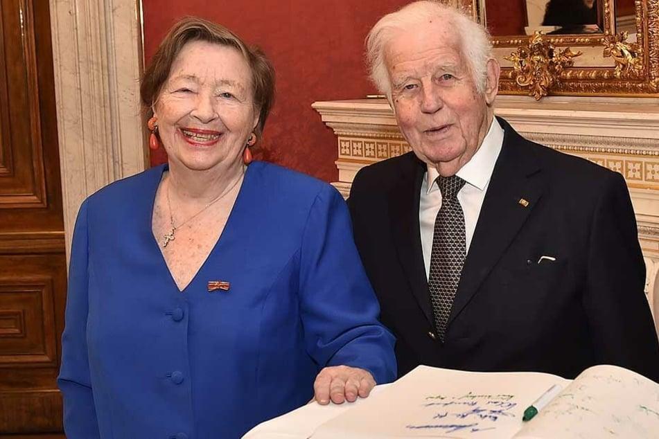 Kurt Biedenkopf (89, CDU) und seine Frau Ingrid (87) können noch immer nicht ihr neues Zuhause in der Saloppe beziehen.