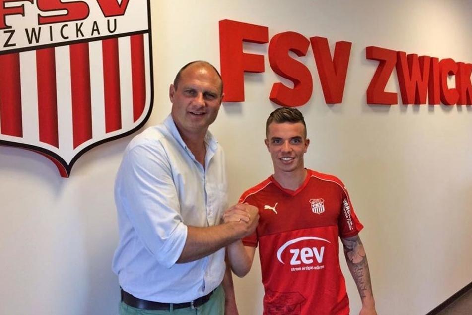 Willkommen! Christian Mauersberger (r.) wird von FSV-Sportchef David Wagner begrüßt.