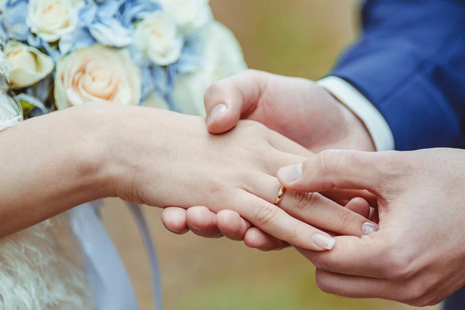 Dass diese Ehe SO kurz hält, hätte niemand geglaubt. (Symbolbild)