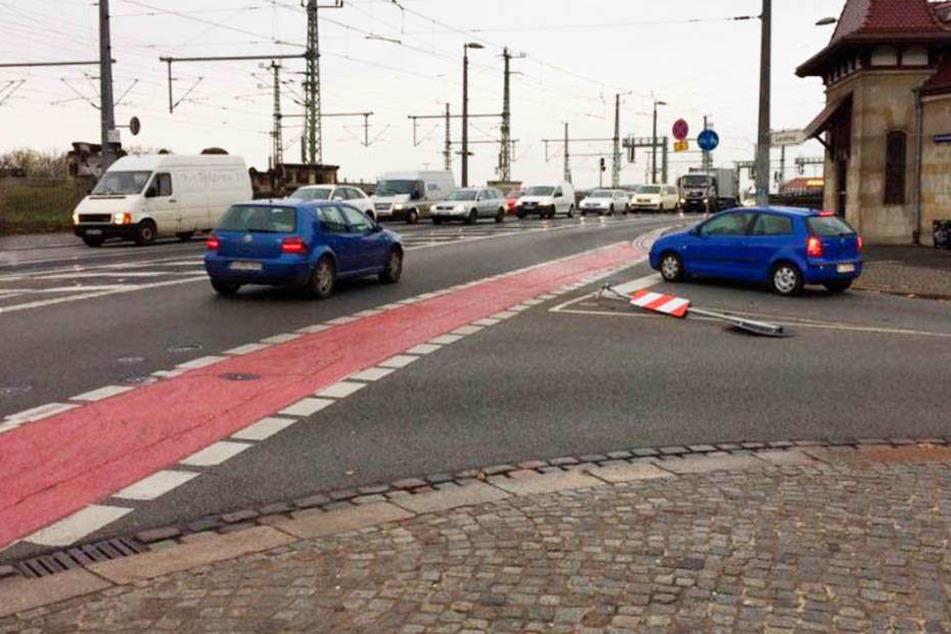 Immer wieder musste dieses Stoppschild in der Mitte der Devrientstraße an der Mündung zur Marienbrücke dran glauben.