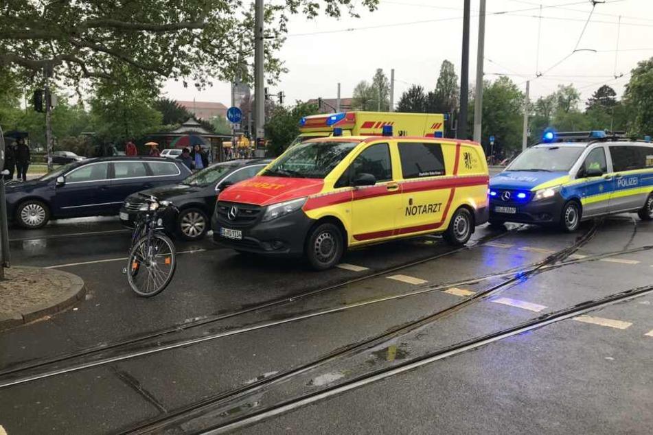 Zwei Rettungswagen rückten an den Albertplatz, um die Radfahrerin zu versorgen.