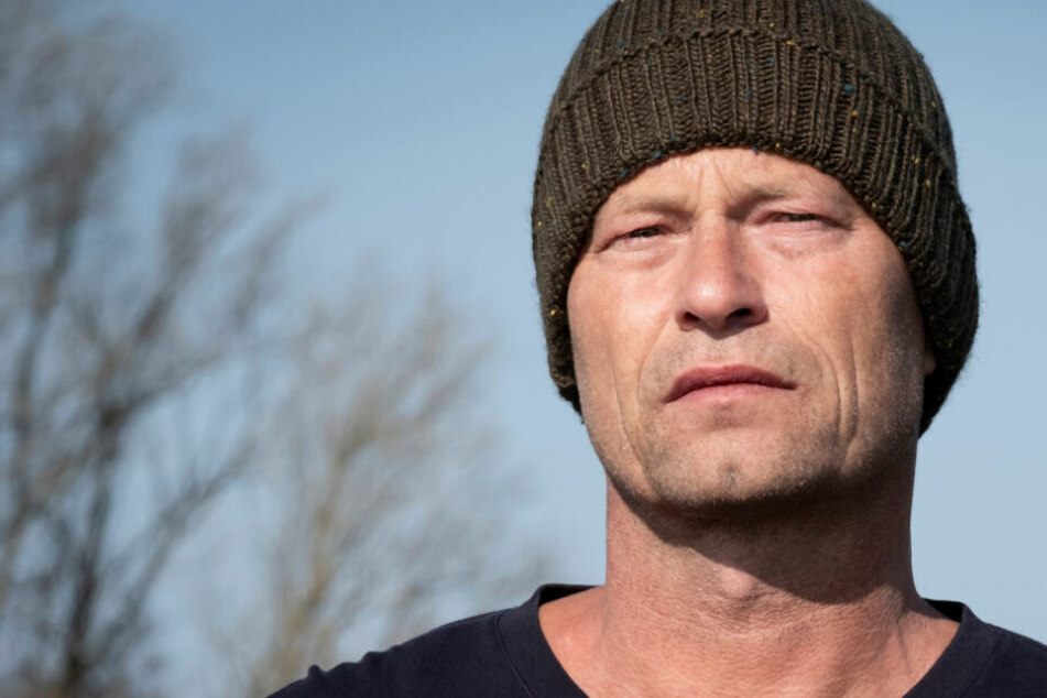 Nick Tschiller (Til Schweiger) arbeitet mit traumatisierten Jugendlichen auf Neuwerk, bis Unheil naht.