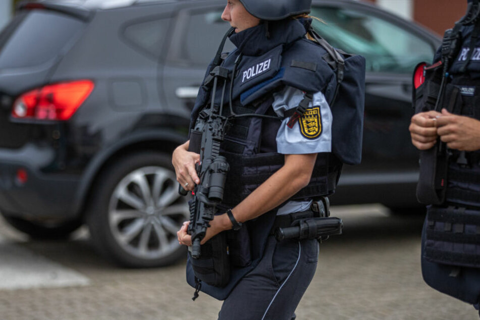 Schüsse gemeldet: Großer Polizei-Einsatz in Flüchtlingsheim