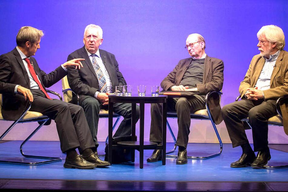 Frank Richter (57), Egon Krenz (81), Hans Otto Bräutigam (87) und Moderator Hans-Joachim Maaz (75, v.l.).