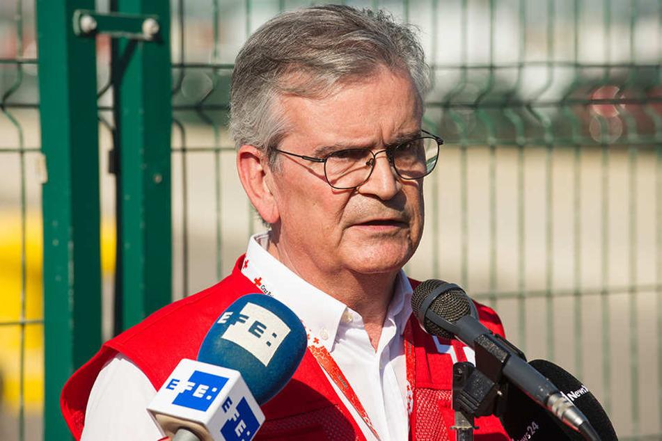 """Rafael Gandia, Regionalpräsident des spanischen Roten Kreuzes, gibt nach der Abwicklung der """"Dattilo"""" eine Pressekonferenz."""