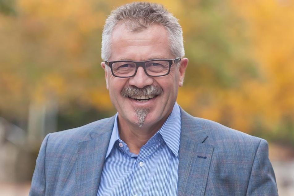 """Bürgermeister Miko Runkel (55) verspricht: """"Politessen machen am Wochenende  keine Jagd auf Falschparker."""""""